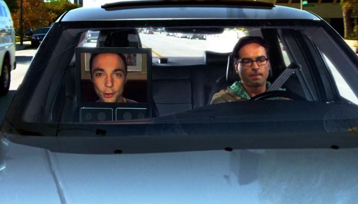 『ビッグバン★セオリー』で、遠隔操作シェルドンとレナードは大学へ車で向かう
