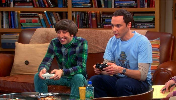 『ビッグバン★セオリー』で、テレビゲームをしながらハワードは昔話を受け流すシェルドン