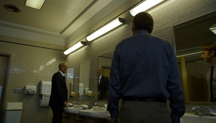 『ベター・コール・ソウル』で、ジミーとハムリンがトイレでばったり出くわす
