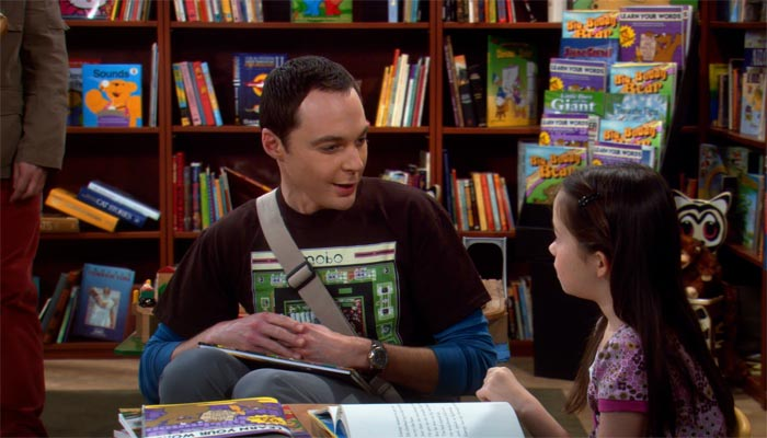 『ビッグバン★セオリー』で、友達を探すシェルドンは本屋で幼女と仲良くなろうとする