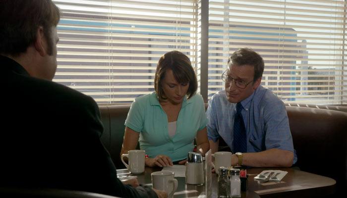 『ベター・コール・ソウル』で、ケトルマン夫妻はジミーと弁護士契約するのを先延ばしする