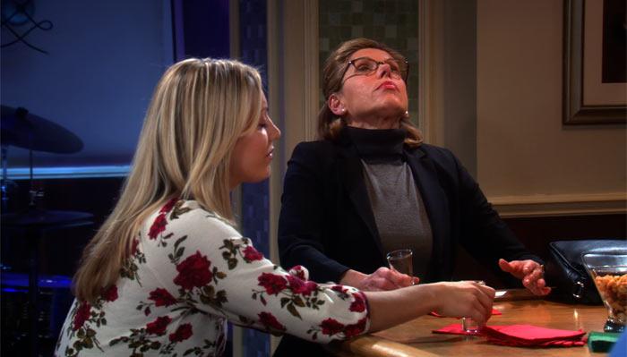 『ビッグバン★セオリー』で、レナードの母はアルコールを一気飲みしてヤイクス