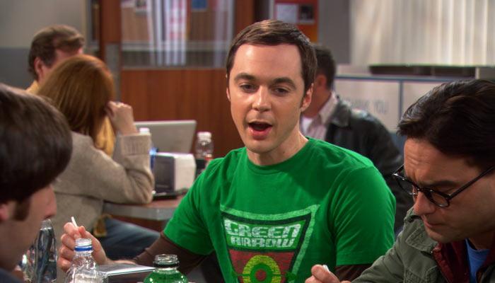 『ビッグバン★セオリー』で、大学のカフェテリアで今何を考えているのか話すシェルドン
