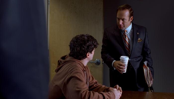 『ブレイキング・バッド』で、バッジャーの尋問に割って入る弁護士ソウル