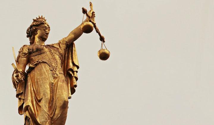 正義の女神ユースティティア