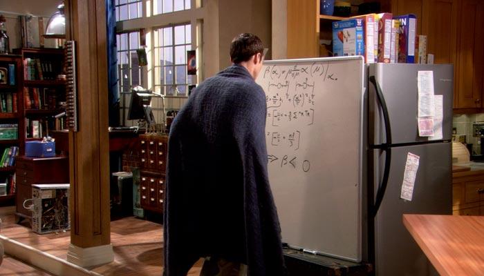 『ビッグバン★セオリー』で、朝起きるとホワイトボードの数式が書き換えられていることを発見するシェルドン