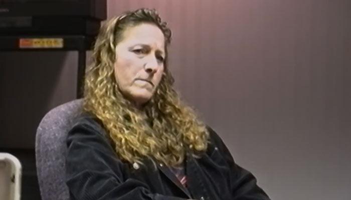 『殺人者への道』で、捜査官が尋問する場面