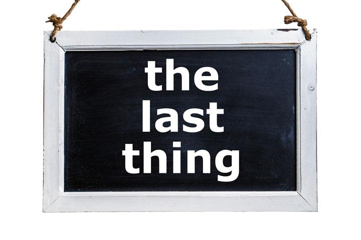 the last thingと書かれたミニ黒板