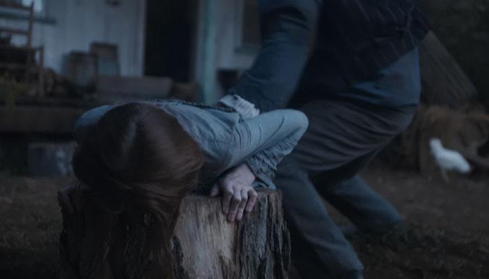 『アンという名の少女』で、里子に出された家庭で虐待を受けるアン