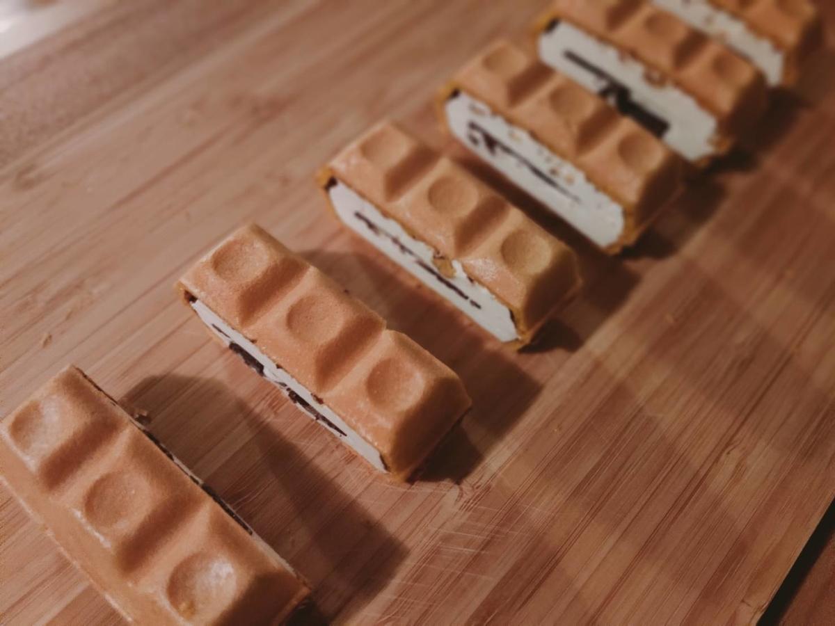 包丁で切られたチョコモナカジャンボ
