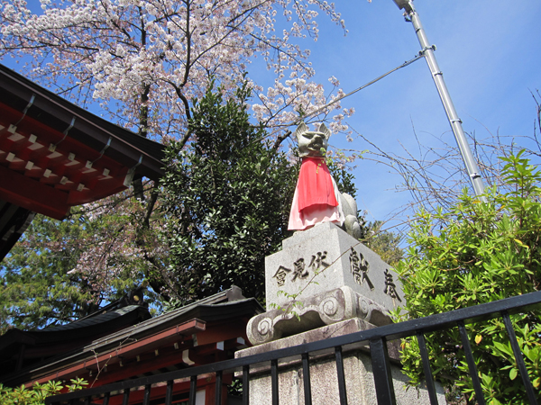 東伏見稲荷神社の右の狐