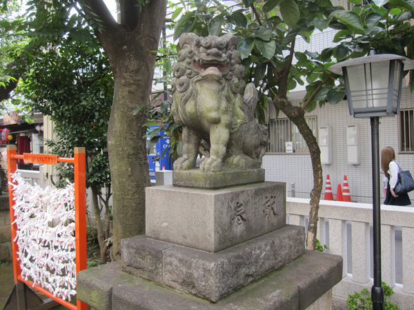皆中稲荷神社の右の狛犬