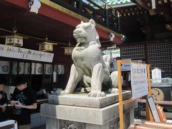 神田明神の左の狛犬