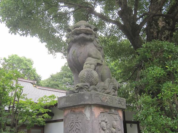 阿佐ヶ谷神明宮の右の狛犬
