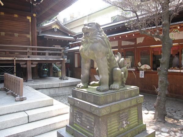 下谷神社の右の狛犬