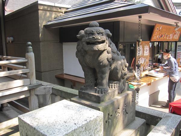 小野照崎神社の右の狛犬