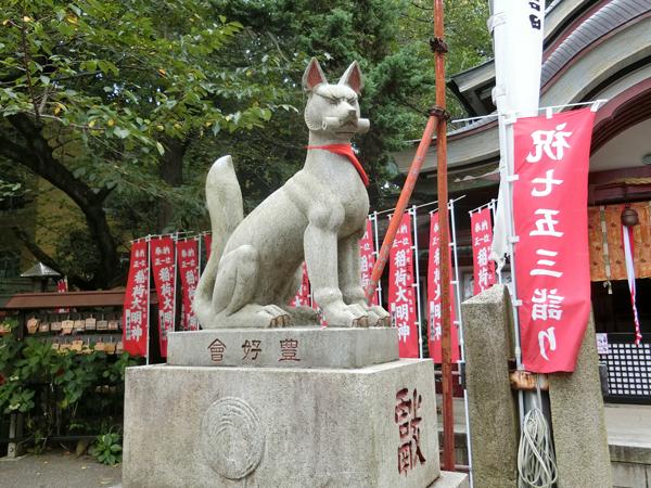 水稲荷神社の左の狐