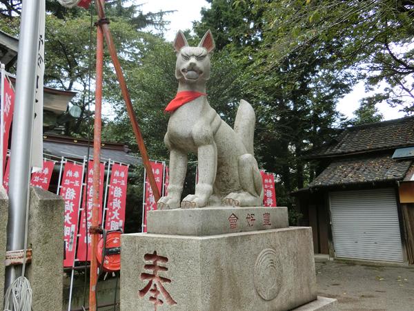 水稲荷神社の右の狐
