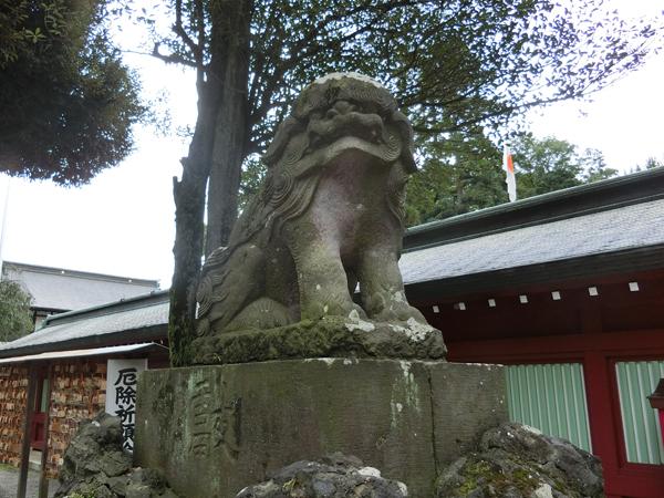 大國魂神社の左の狛犬