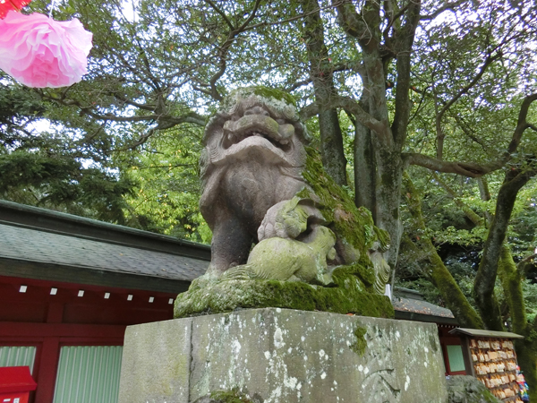 大國魂神社の右の狛犬