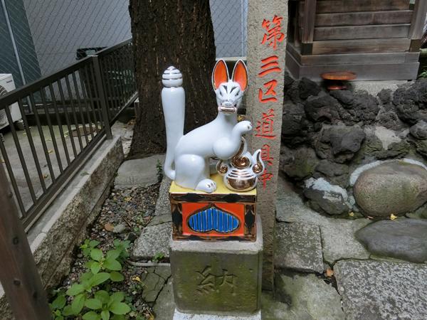 桐生稲荷神社の左の狐
