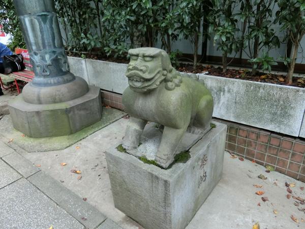 市谷亀岡八幡宮の右の狛犬