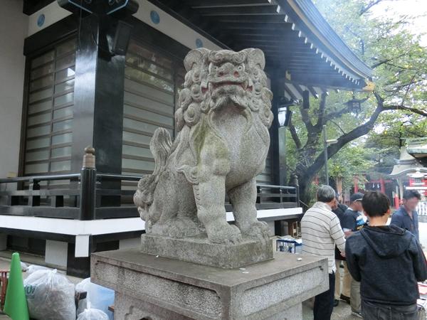 四谷須賀神社の左の狛犬