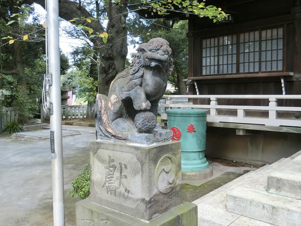多田神社の左の狛犬