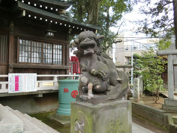 多田神社の右の狛犬