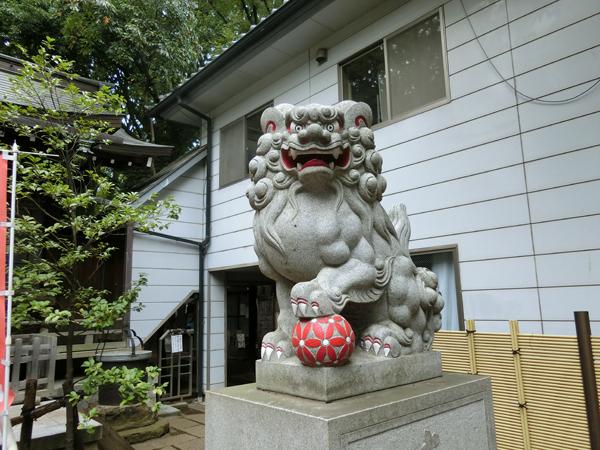 神明氷川神社の右の狛犬