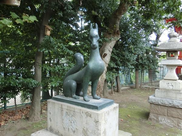藤神稲荷神社の左の狐