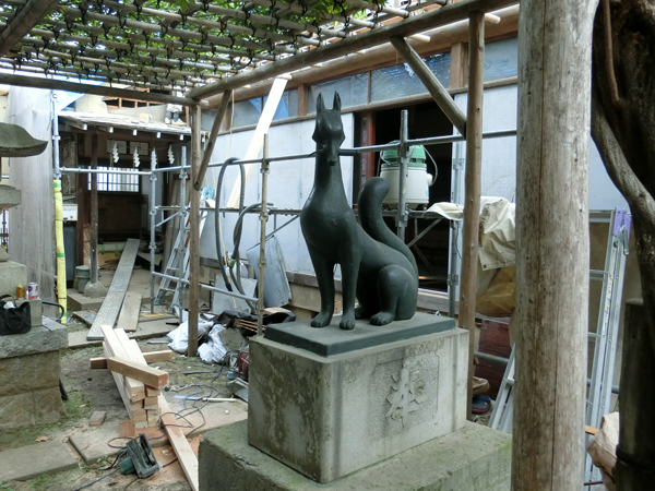 藤神稲荷神社の右の狐