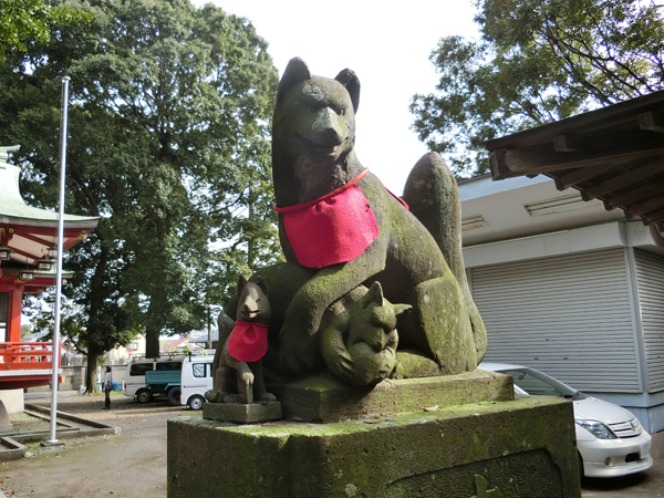 永福稲荷神社の右の狐