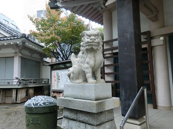 浅草橋須賀神社の左の狛犬