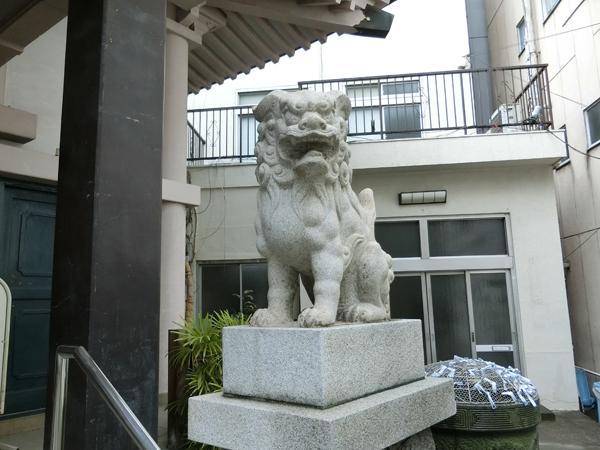 浅草橋須賀神社の右の狛犬