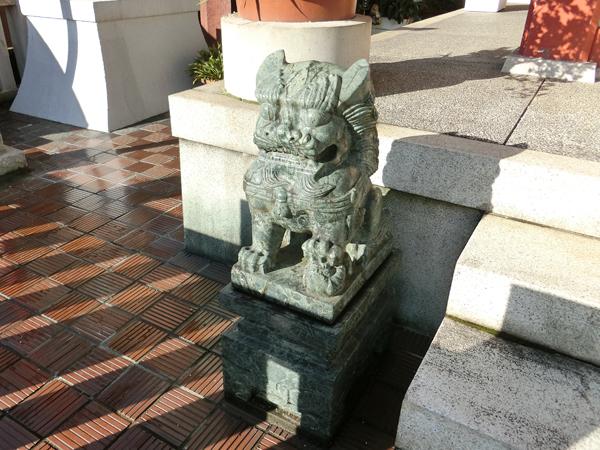 本社三島神社の左の狛犬