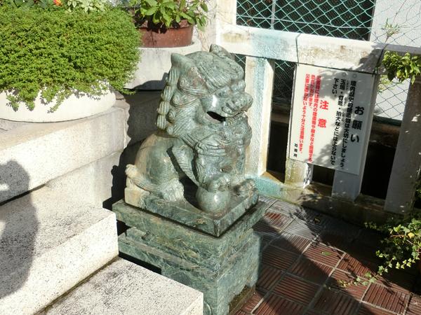 本社三島神社の右の狛犬