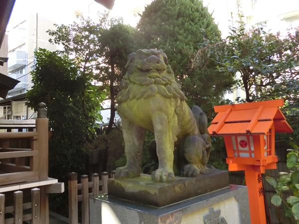 藏前神社の右の狛犬