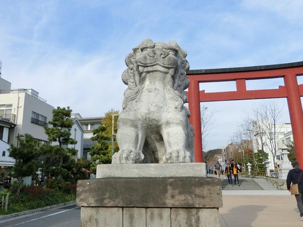 鶴岡八幡宮の左の狛犬