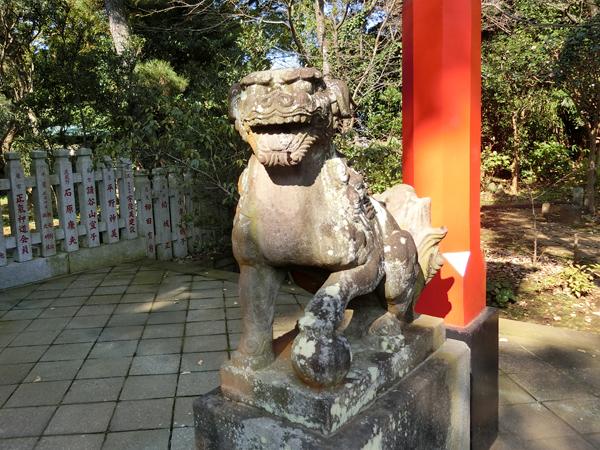 江島神社奥津宮の右の狛犬