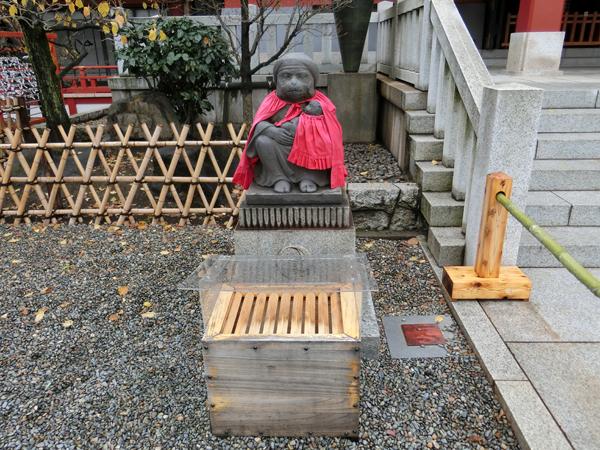 赤坂日枝神社の左の猿