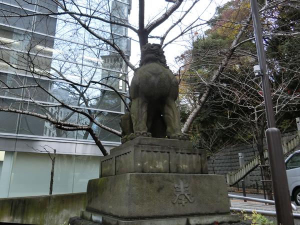 赤坂日枝神社の左の狛犬