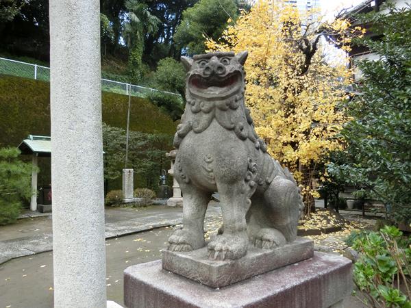 久国神社の右の狛犬