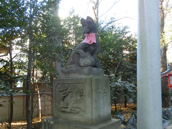 馬橋稲荷神社の左の狐