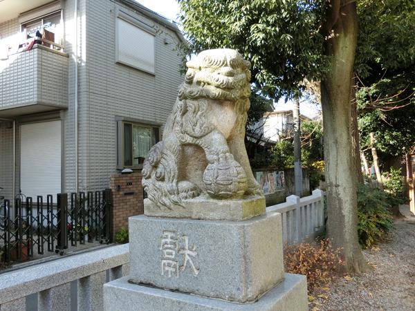 大和町八幡神社の左の狛犬
