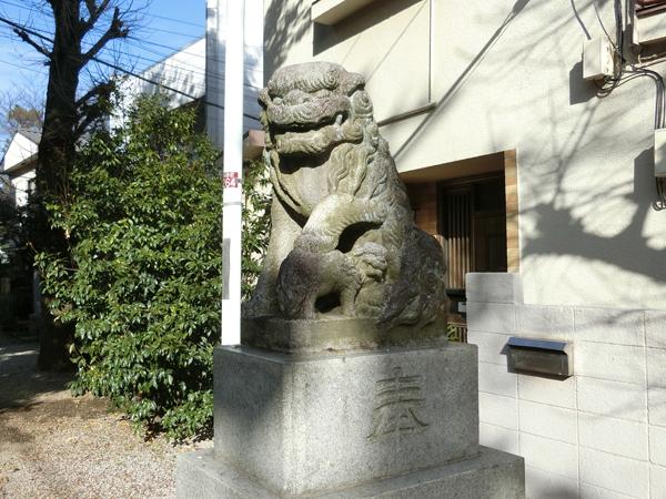 大和町八幡神社の右の狛犬