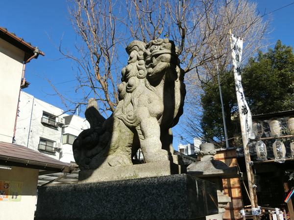 池袋御嶽神社の左の狛犬