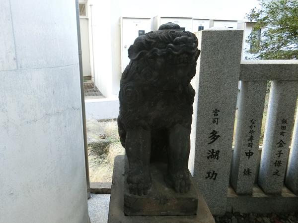 築土神社の左の狛犬