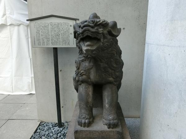 築土神社の右の狛犬