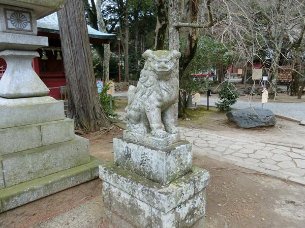 伊豆山神社の左の狛犬